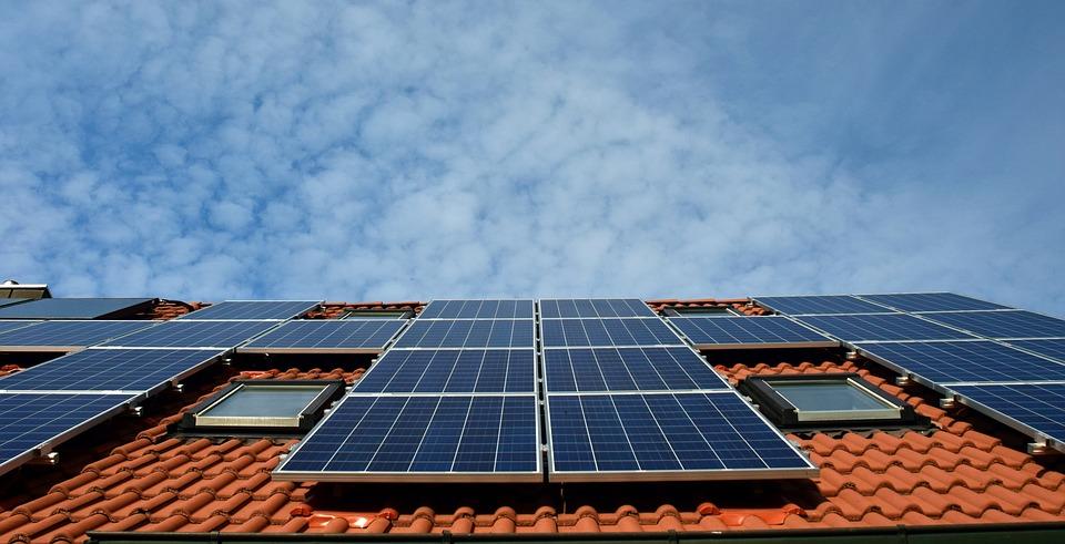 https://www.grupaxa.ro/wp-content/uploads/2020/02/panouri-fotovoltaice-piatra-neamt.jpg