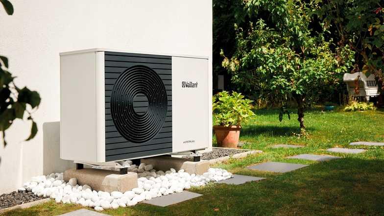 https://www.grupaxa.ro/wp-content/uploads/2021/07/Air-Source-Heat-Pump-Installer-in-Dorchester-Dorset-1.jpg
